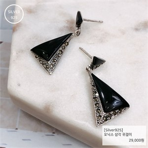 [j.bling]오닉스 삼각 귀걸이