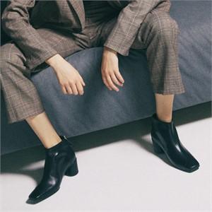 [꼼므지] Asymmetry Ankle Boots / CG1029BK