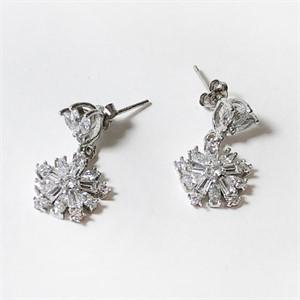 [제이블링] 꽃 큐빅 귀걸이
