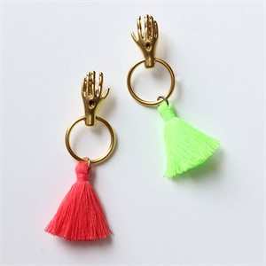 [엘리오나] Hands Tassle Earrings