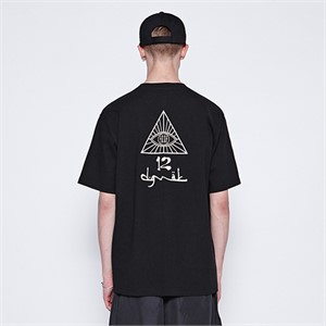 [디바이디그낙] illi Triangle Printing T-Shirts (BK)