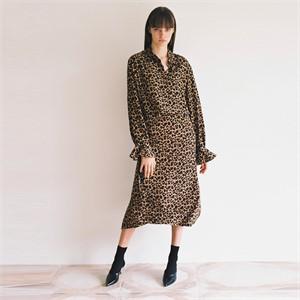 [로지에] 18fw long unbalance slit skirt leopard