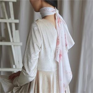 [블리다] white rose scarf