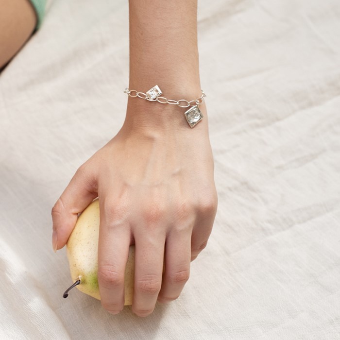 [비베] Rose Oval Chain Bracelet