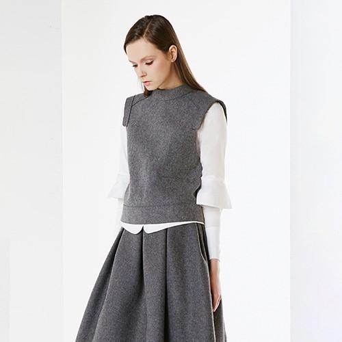 아라크네 ARACHNE Grey wool felt vest