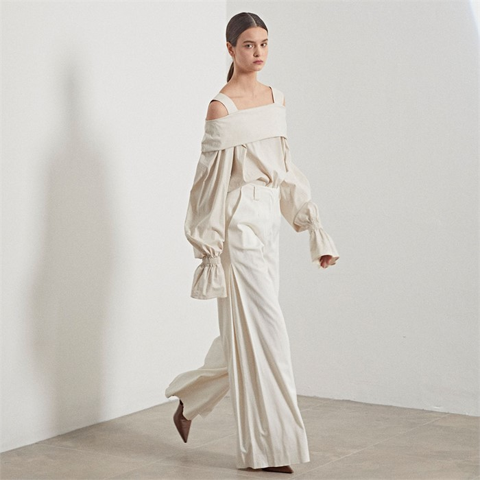 [MUSEE] Gaia off shoulder blouse_ Linen beige