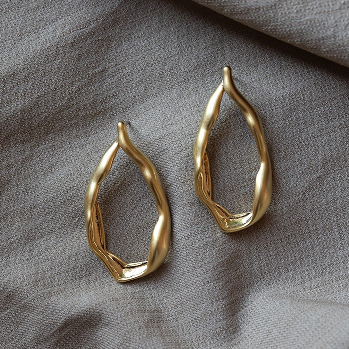 [엘리오나] Ripple Oval Earrings
