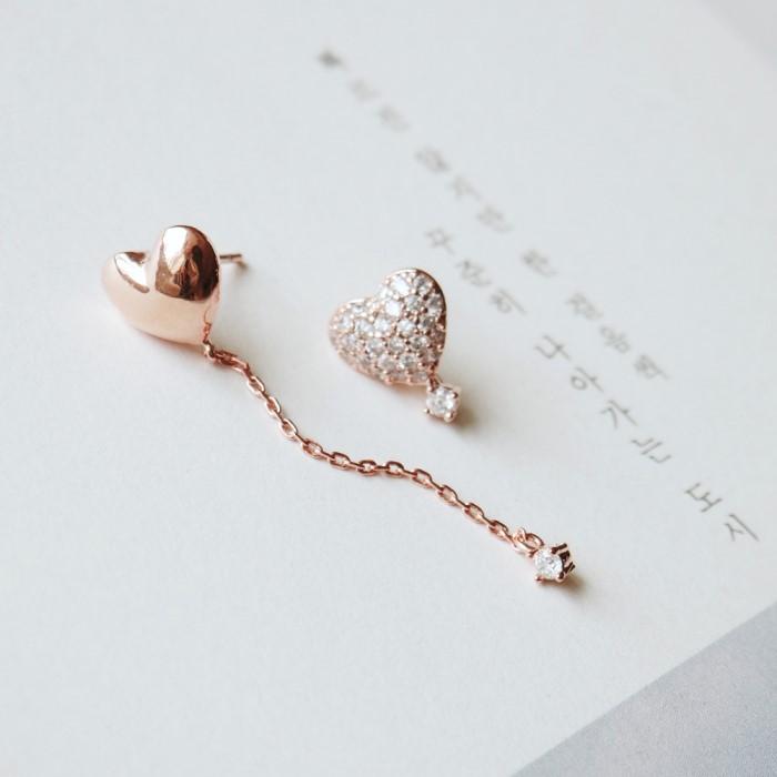[리본크림] [92.5은침] 러브하트 언발 큐빅 귀걸이 2color