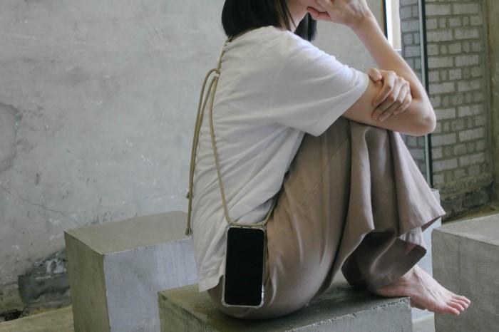 [프리언프리(FREE UNFREE)] 여행, 페스티벌, 패션 필수품 핸즈프리 케이스(아이폰)