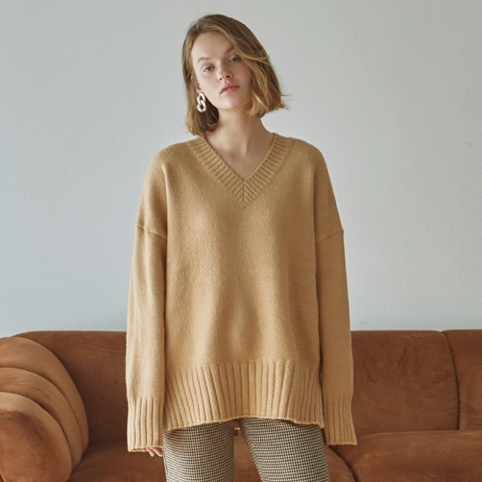 [DEANS] WIDE SLIT Y SWEATER_CAMEL