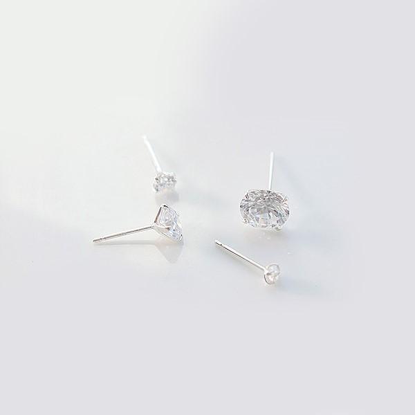 [한쌍 판매] [실버] 깔끔 큐빅 귀걸이(0.6)