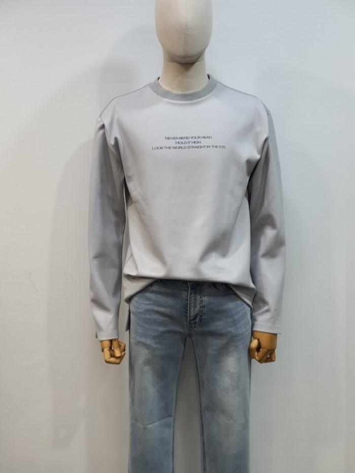 [바쏘옴므] 스카이블루 세미오버핏 레터링 아트웍 티셔츠 WSU1KR05ASK